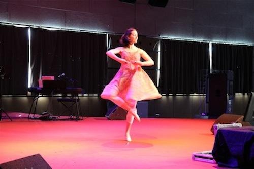 Danse : Halle Thompson